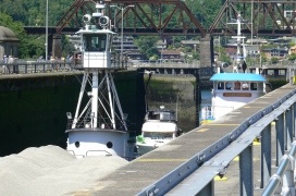 Barge and boats before Lock filled