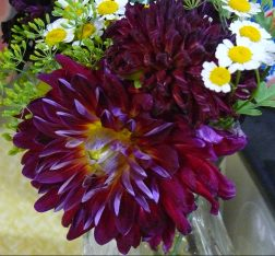 Cafe table flowers Chelan Falls