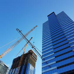 Crane dismantleing crane